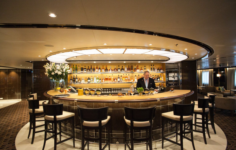 De Observation bar op deck 11 van de Seabourn Encore