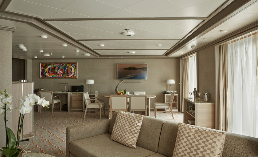 Royal Suite Silver Muse