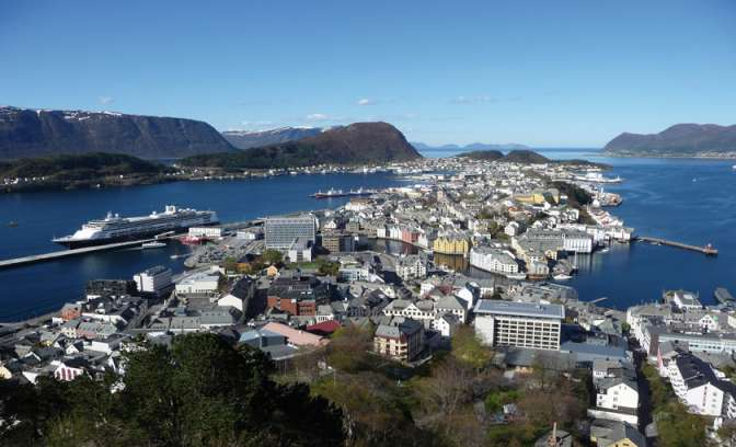 Nog een foto van de haven in Alesund
